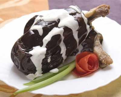 Патладжан с пилешко бутче