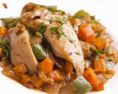 Пилешко месо с кромид лук