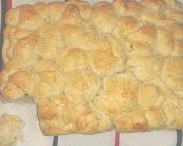 Питка охлювчета със сирене и босилек