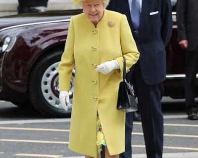 Защо  Елизабет II се облича с ярки цветове?