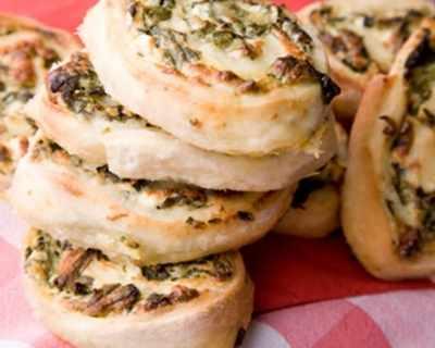 Рулца от тесто със спанак и сирене
