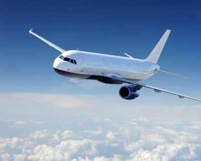 Момиченце на 7 опита да избяга със самолет от Швейцария