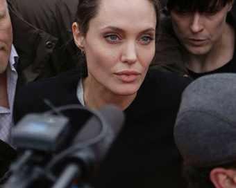Медии гръмнаха: Анджелина умира!