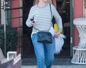 Камерън Диас крие бременно коремче?