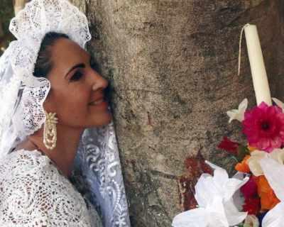 Жени се омъжват за дървета (причината ще те изненада)