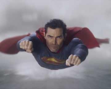 Супергероите Супермен и Лоис в ново амплоа
