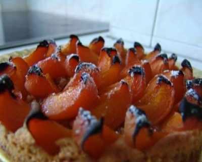 Тарт с праскови и бадеми