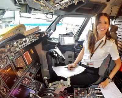 Жена пилот документира пътешествията си по ...