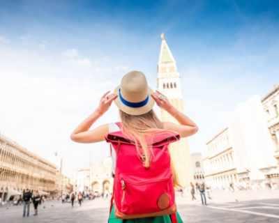 Венеция ще глобява туристи за непристойно поведение