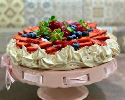 По рецепта на Валя: Торта Павлова с много плодове