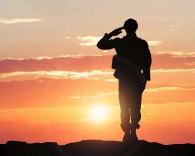 Пентагонът плаща на военнослужещ операцията за ...