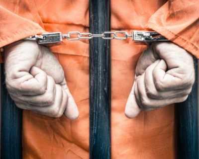 71-годишен се опита да се спаси от жена си в затвора